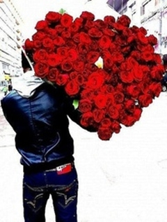 Парень с букетом роз