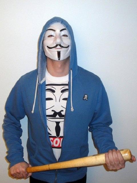 Anonymous с битой