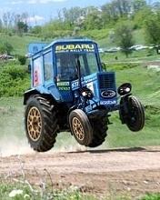 Картинка Трактор на гонках