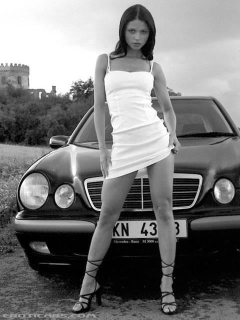 Картинка Девушка у автомобиля